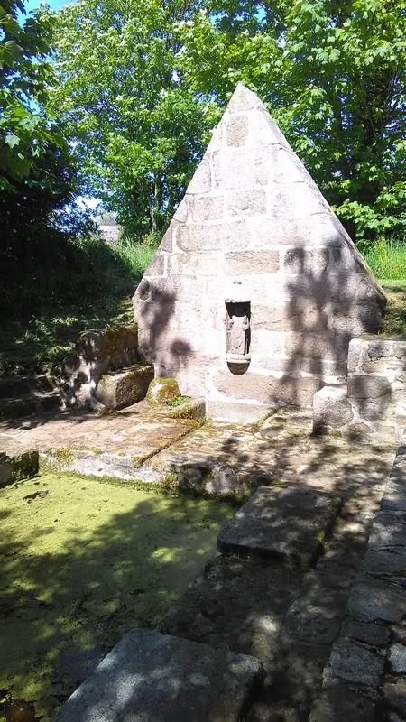 Fontaine - Lavoir Saint Gouesnou après